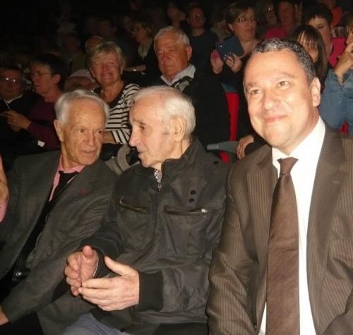 franck-reynier-et-charles-aznavour-dans-le-palais-des-congres-charles-aznavour.jpg