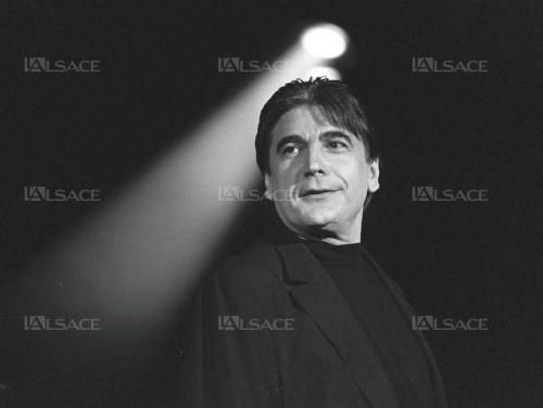serge-lama-lors-du-concert-de-cloture-de-la-48e-foire-aux-vins-a-colmar-le-15-aout-1995-photo-l-alsace-mathieu-lerch-1501000486.jpg
