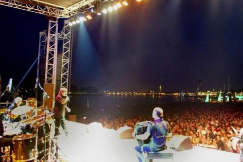 concert-de-serge-lama-lors-de-la-fete-du-fleuve-de-bordeaux-le-28-juin-2002.jpg