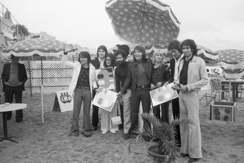 mike-brant-festival-cannes-1971-avec-herve-vilard-serge-lama-stone-charden_width1024.jpg